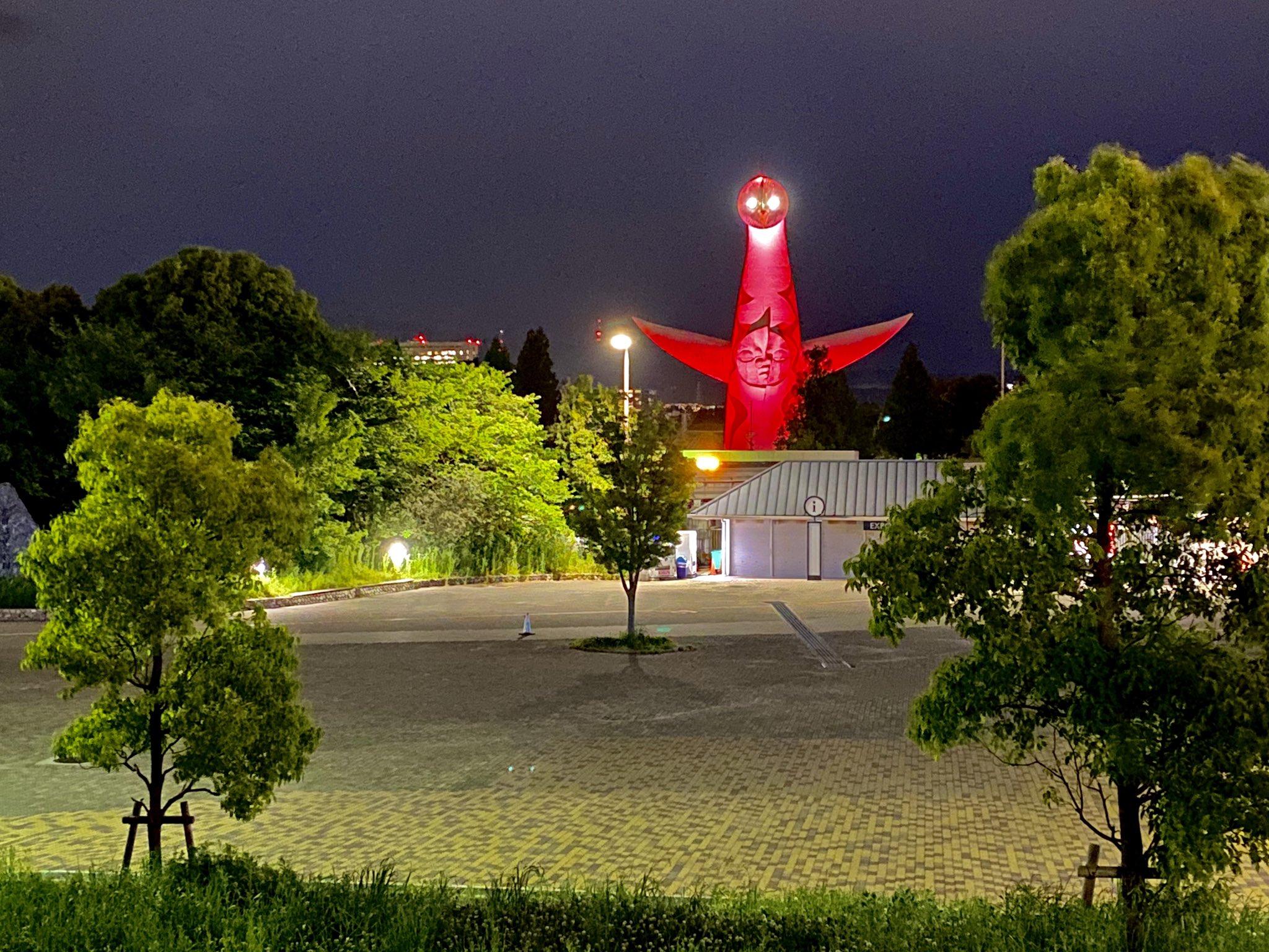 太陽の塔の使徒感がヤバいww新型コロナの警戒基準をライトアップで知らせるという取り組み。