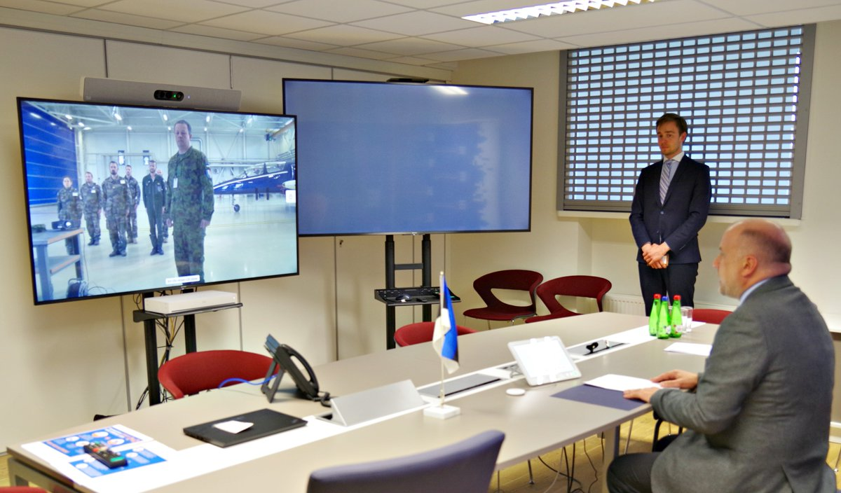 DefMin Luik greeted 🇫🇷 @Armee_de_lair contingent, who just started their @NATO #BalticAirPolicing duties at Ämari Air Base via video call - solidarity during the #COVID19 pandemic is especially appreciated. Merci beaucoup pour votre service militaire! #WeAreAllies https://t.co/pwZ0nxznNj