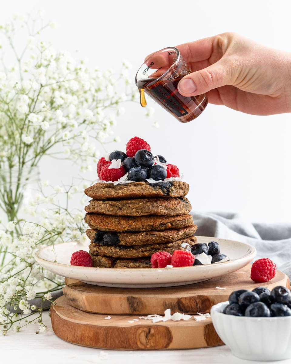 Who doesn't love pancakes for breakfast?! 🥞Whether it's lazy weekend mornings or a week day treat, pancakes are true heroes. Our Vegan Banana Protein Pancakes offer ample protein & are free of refined sugar. Get the recipe today. https://t.co/KPeiTerUwZ https://t.co/6LKRBC1Y2j