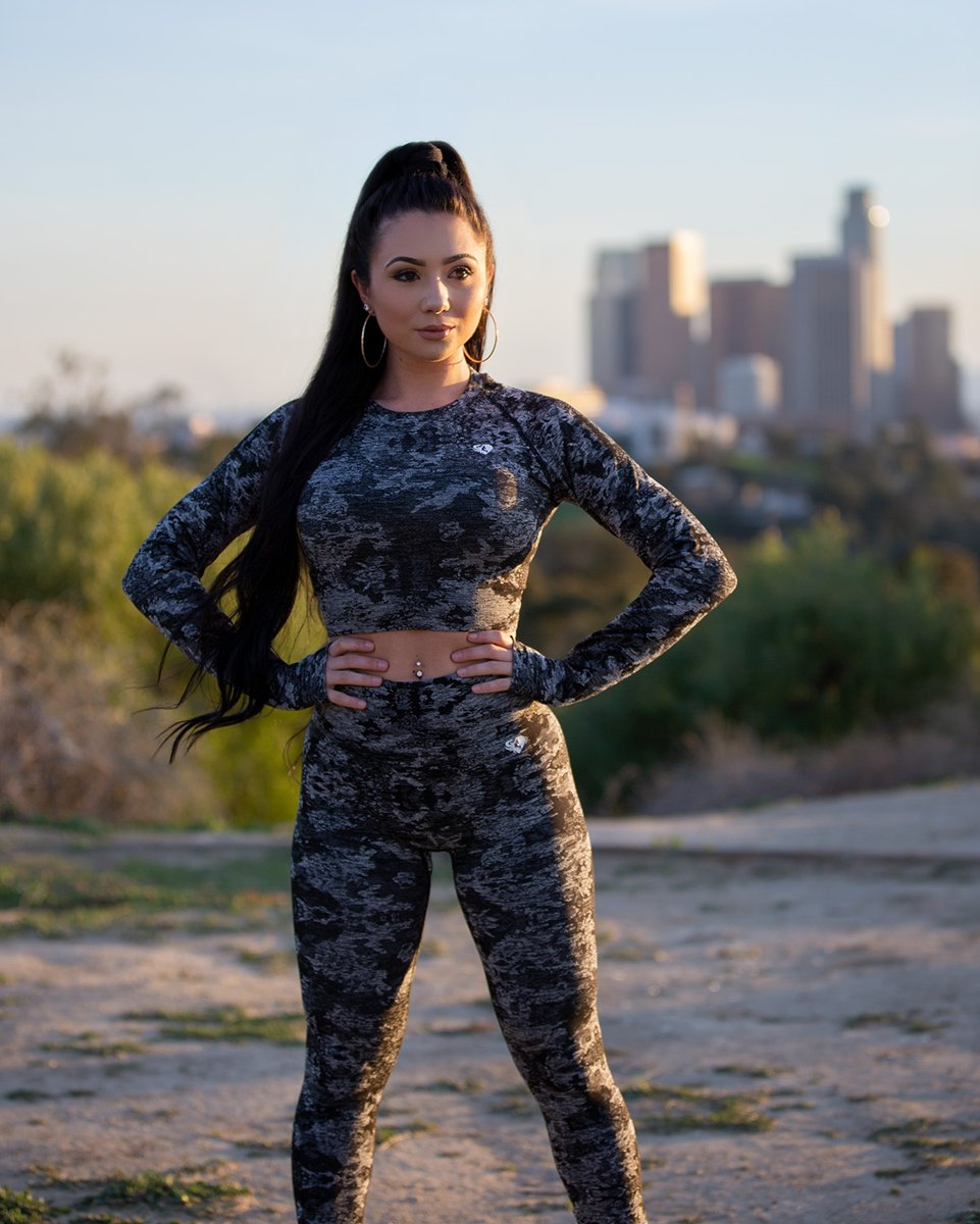 Women S Best On Twitter We Re Just Having A Moment With Ashley In Our Black Camo Women S Best Seamless Leggings Crop Top How Perfect Can Sportswear Be Grab