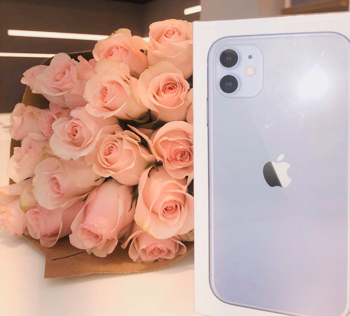 🎁 Every mom wants a new📱this #MothersDay, right?! 😀 Customers AND @TMobile team members: Retweet this for the chance to win an #iPhone11!! I'll pick 5 winners on Sunday! 🎁