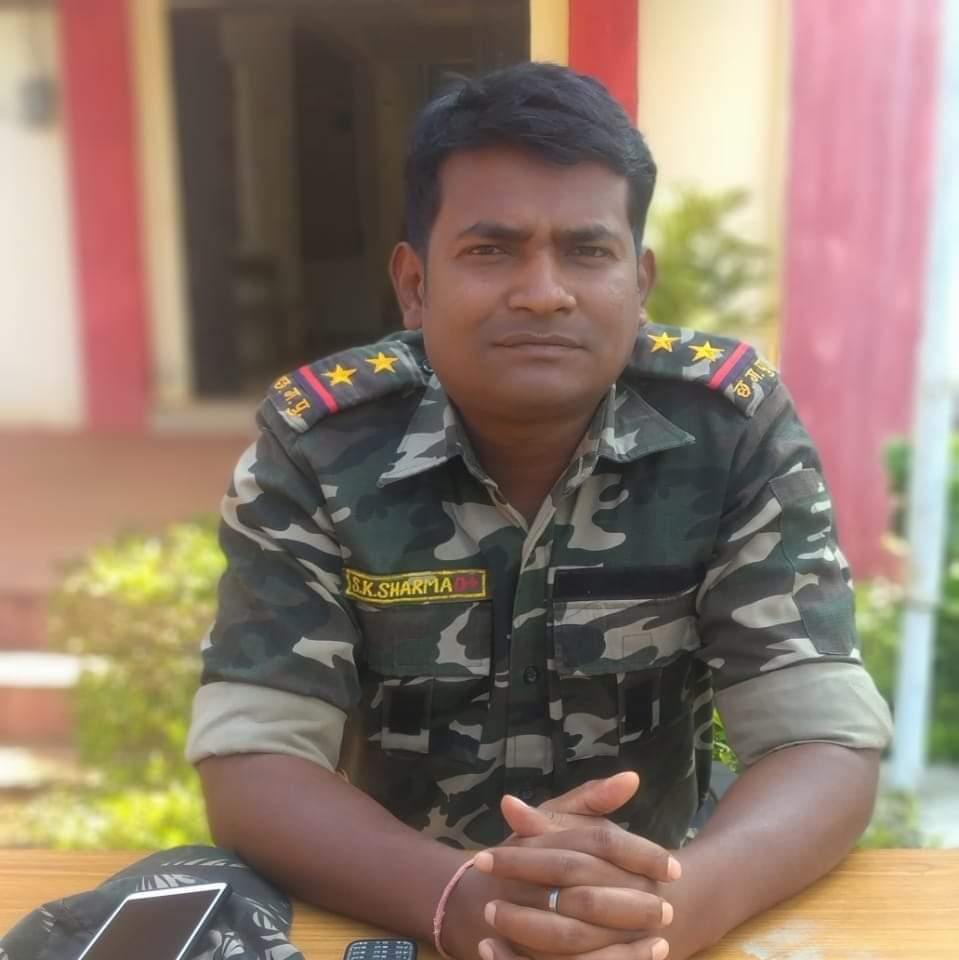 छग #मदनवाड़ा पुलिस नक्सली #मुठभेड़ में एसआई SKशर्मा शहीद हो गये. वही 4 #नक्सली भी मुठभेड़ में #जवानों ने मार गिराया. 2महिला,2पुरुष नक्सली के शव बरामद. #AK47हथियार भी बरामद। शहीद #एसआई को #श्रीधाजंलि नमन @ZeeNews @ANI @bhupeshbaghel https://t.co/Ou84XJzelT