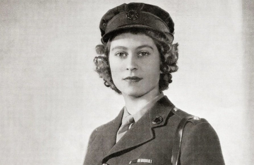 A picture of Elizabeth wearing the hat which we saw tonight on the table during the #VEDay75 speech Her Majesty served in the Auxiliary Territorial Services during WWII and is the only remaining living head of state in the world who served in WWII #QueenElizabeth #QueensSpeech