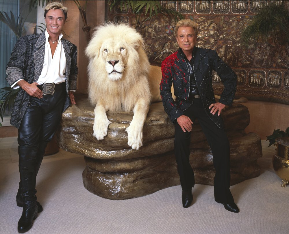 BREAKING NEWS: Roy Horn of Siegfried & Roy has passed away at the age of 75 due to #coronavirus complications.