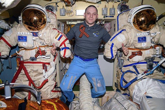 """""""Мы тут с ребятами на борту Международной космической станции поздравляем всех с Днем Великой Победы!"""""""