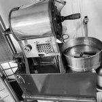 もう少しで100年創業のところ、コーヒーの焙煎器が壊れたから100年は無理だと…。その時、投稿者さまが焙煎器を直し無事復活!