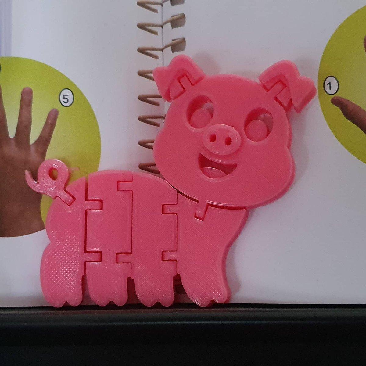 Cochon rose 😁 Imprimé pour ma fille 😊 Créé par #fixumdude sur @cults3d  Très jolie création,  👍 #cochon #articulé #animauxmignons #animaux #animauxsauvages #animauxdecompagnie #creation #design #designer #decoration #3dprinting #printing #3d #3dprinter  #passion #art #art3d https://t.co/5ePUtoOZIN