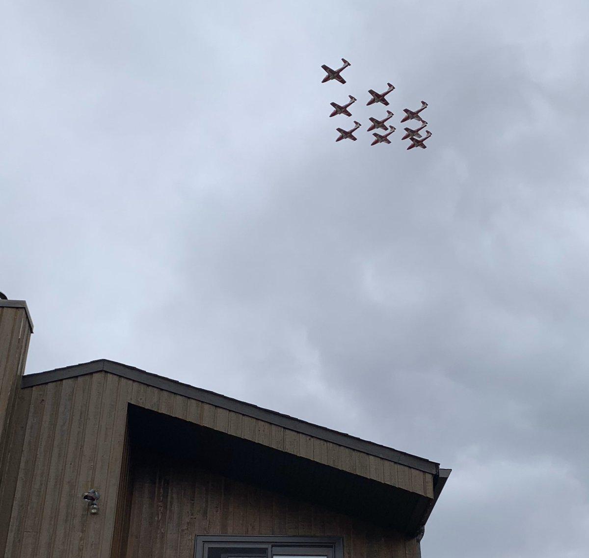 @momsgot2run @CFSnowbirds It was a treat to see them up close. Talented Canadian pilots!