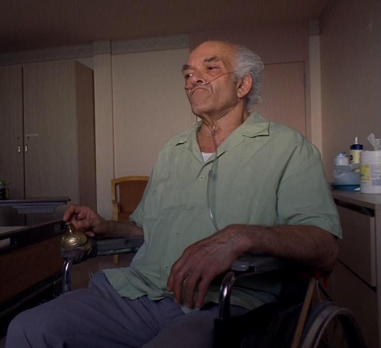 El es el señor Héctor Salamanca, quien acudió al IMSS por posible C0vid y despertó en silla de ruedas, el diagnóstico fue extracción masiva de líquido de rodillas. Por favor compartan para que se sepa, el ya no volverá a caminar, gracias al nuevo orden mundial. https://t.co/selXrhUDO7