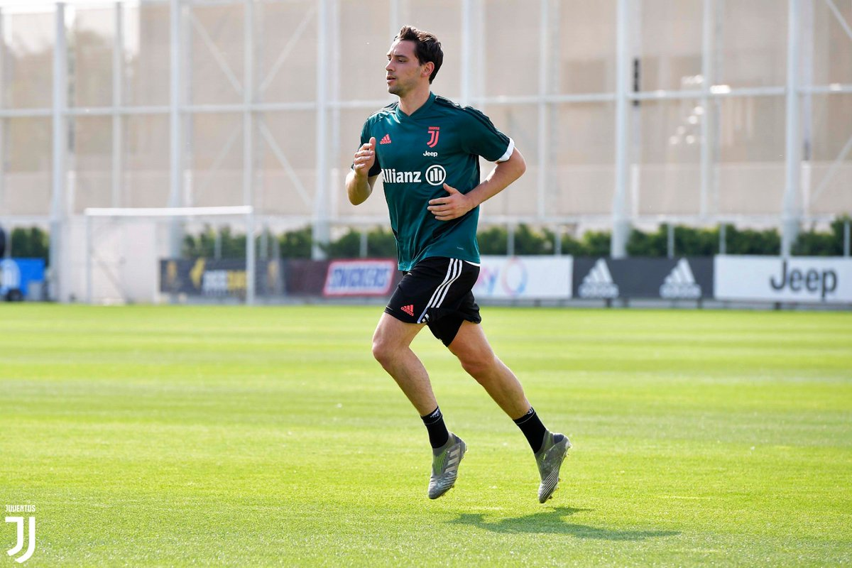 Individual training sessions continue at #JTC! 🏃‍♂️⚪⚫ #ForzaJuve https://t.co/L1OJAHmshg