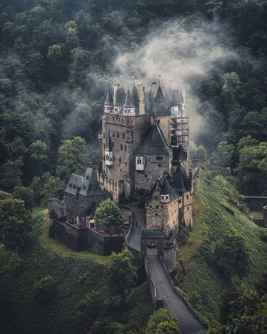 قلعة نويشفانشتاين في ألمانيا EXm-rUUXkAIi4PD?format=jpg&name=small