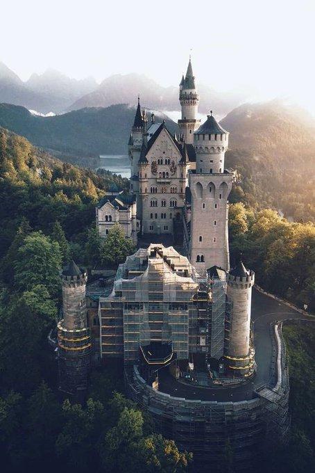 قلعة نويشفانشتاين في ألمانيا EXm-rUVXsAEZPHH?format=jpg&name=small