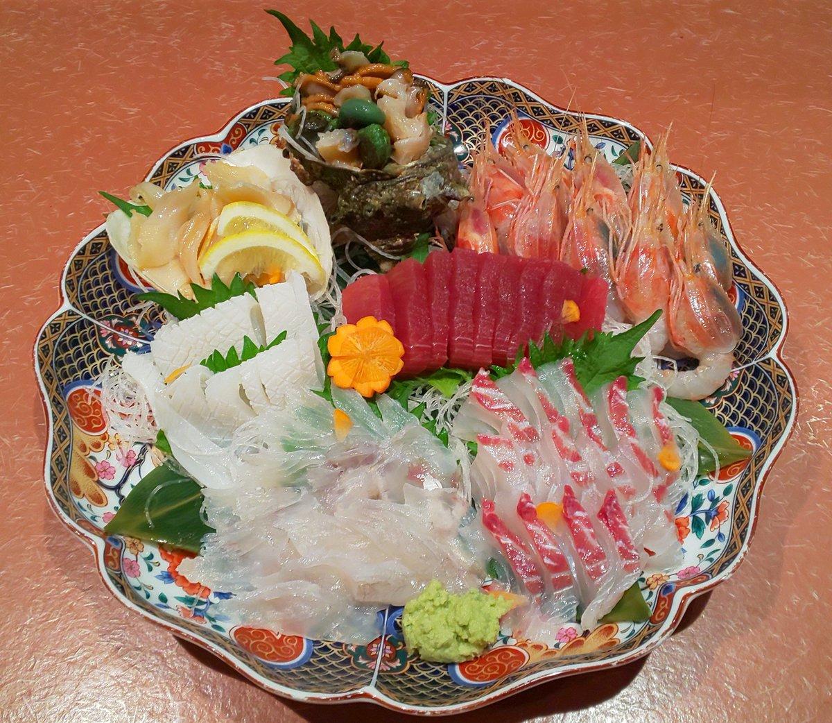 おはようござます  今日は #母の日  テイクアウトでお祝いしては どうでしょう?  刺し身盛り合わせ 筍ご飯 ふぐの唐揚げ 煮魚各種 等々 メニュー盛り沢山です  2日ぶりにゆっくり寝たので 本日は絶好調です( ゚ー゚)v  店頭マーケットも開催中です  #豊橋テイクアウト #お弁当 #海鮮 #お魚pic.twitter.com/JiF4z3MTRr