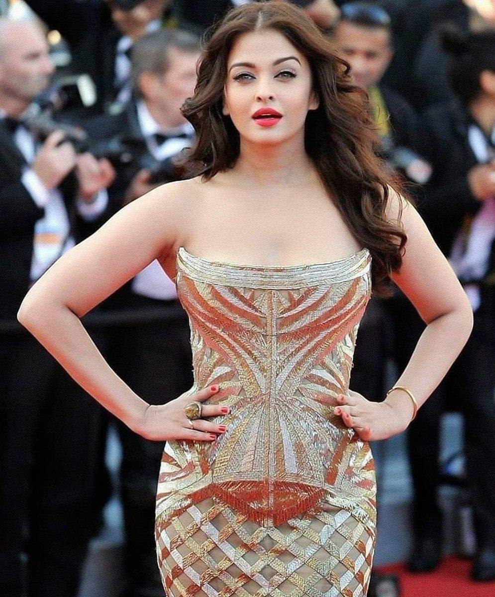 Aishwarya Rai looks divine  yay or nay ? Follow-@celebritiesstuf @AishwaryaRaiWeb #celebrities_stuff  . #AishwaryaRaiBachchan #AishwaryaRai #bollywood #bollywoodcelebrities #bollywoodfashion #fashion #fashionnova #bollywoodoutfits #Aishwarya #beautiful #actress #bollywoodhotpic.twitter.com/2tCJzPqhJg