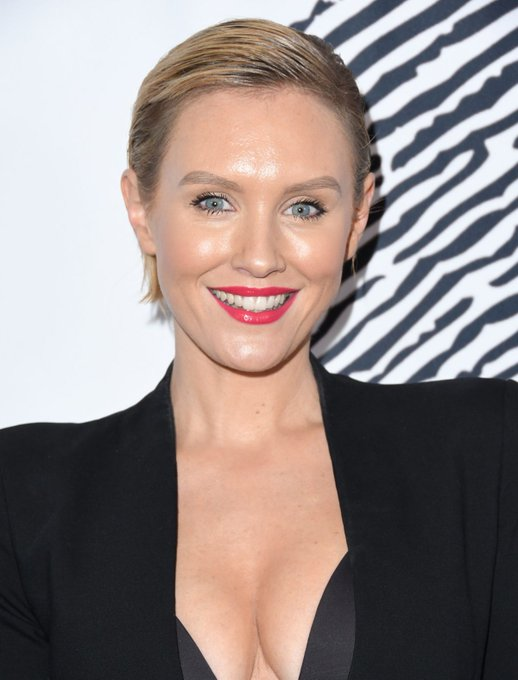 Happy birthday to the sexy Nicky Whelan!