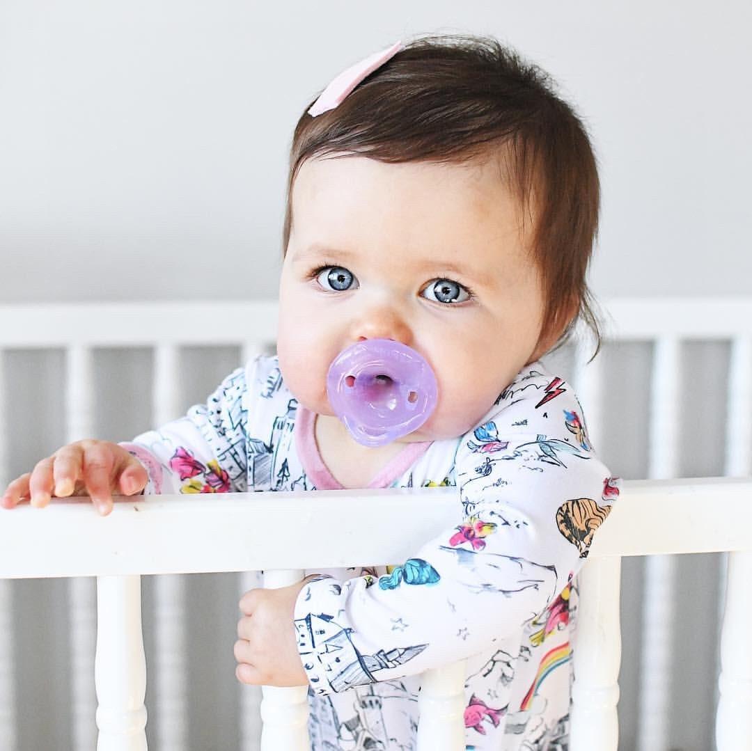 ¡Buenos días y feliz domingo!  Cuando tu pequeña maravilla te mira, casi olvidas que se haya despertado súper temprano. ¿Verdadero o Falso!   #nuby #maternidad #momtruth #crianza #momlife #mamás #mamapanda #estilodevidanuby #findesemana https://t.co/fyhqUnRYqa