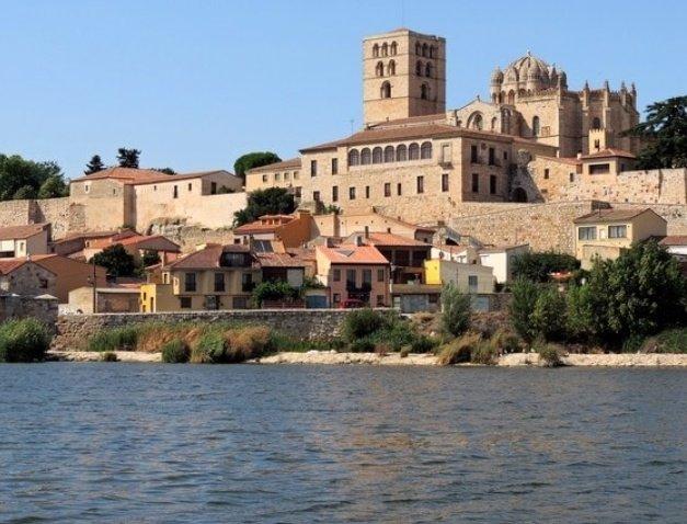 empiezo por Zamora capital que es la ciudad con más románico de toda europa, hay más de 30 edificaciones románicas, pero yo solo voy a poner unas pocas :)