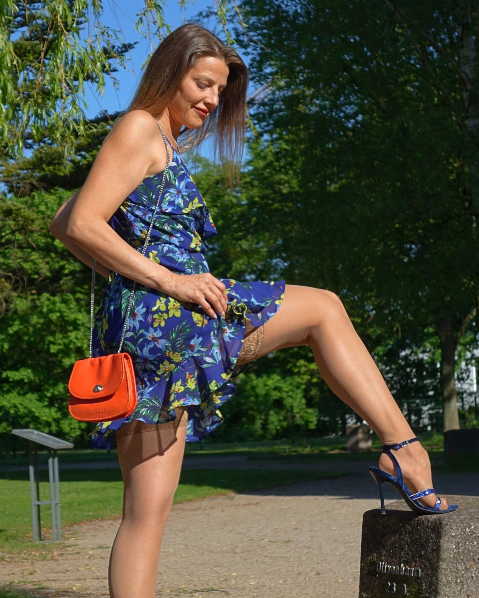 Happy Mother's Day 💐  #femininity #femininstyle #mylookbook #beautifulstyle #bluedresses #legs #fashiontights #stockings #highheelsandals #nylonfashion  #tightsblogger #fashionnylons #fashionlegs #mystylerocks #mylookoftheday #flowerdress #nylontoes #rednails❤️ #happymothersday