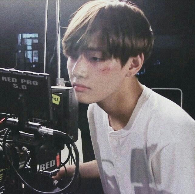 #taehyungjewel #taehyunghandsome #taehyunglovely #taehyungcool #taehyungbaby https://t.co/KHs42jf5A5