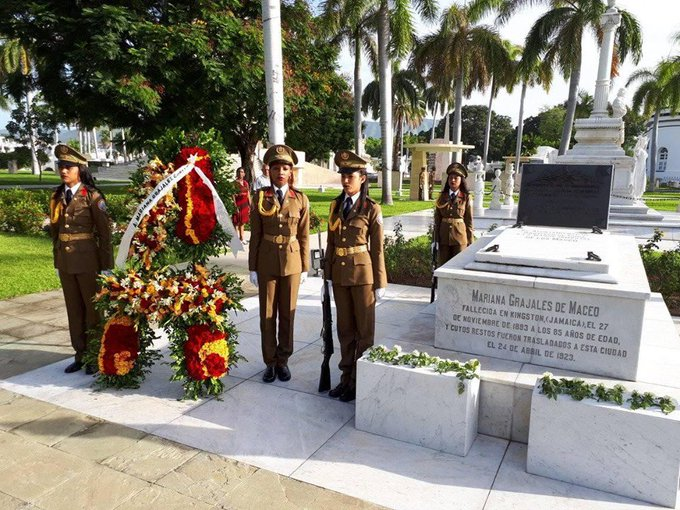 "Radio Reloj, Cuba on Twitter: ""Un ramo de flores a nombre de ..."