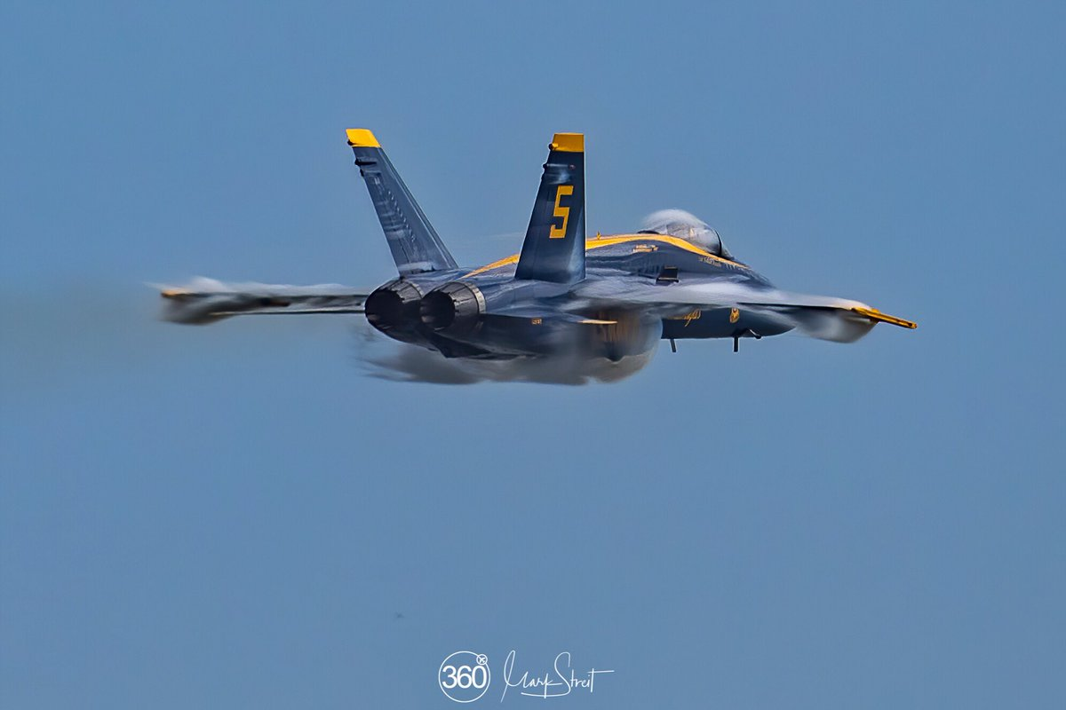 2019 Sea and Sky Airshow, JAX ... US Navy LCDR/Lead Solo Pilot, Brandon Hempler in the 5-Jet along Jacksonville Beach in the #highspeed #SneakPass not Mach speed but fast enough to vape  #canon #eos5dmark4 #FA18Hornet @BlueAngels @CanonUSAimaging @BoeingDefense @Airshow_360pic.twitter.com/QNfBf5hdFV