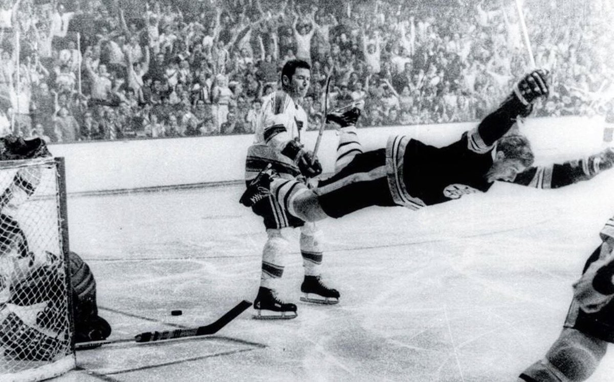 50 years ago today: Ray Luccier of the Boston Record-American perhaps takes the greatest photo of all time of Bobby Orr flying through the air. He got the shot when a rival photographer left his seat to get a beer. The whole story here https://t.co/A0MGjYmGRg https://t.co/TxCVZh6M72