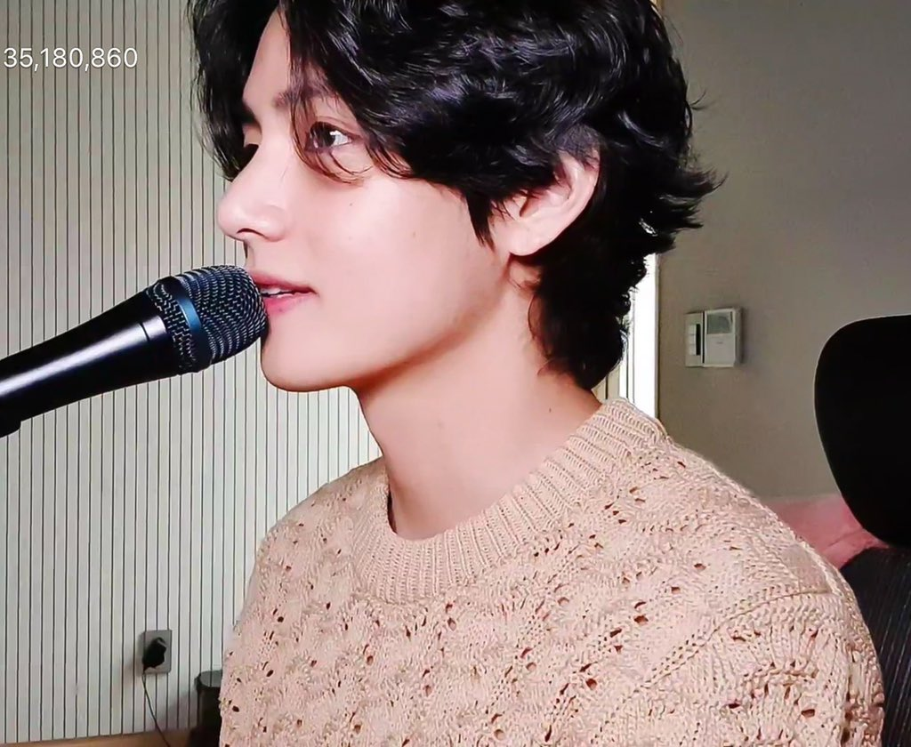 Em yêu anh, anh có hiểu hong? #Taehyungjewel #Taehyungnose #Taehyungnails #Taehyunglovely #Taehyungjoy #Taehyungjoyful #Taehyungjourney #Taehyungjump #Taehyungjamming #Taehyungjolly  #Taehyungnice  #Taehyungvideo #Taehyungvoice #Taehyungvlive  @BTS_twt https://t.co/5NAT1vJZ43
