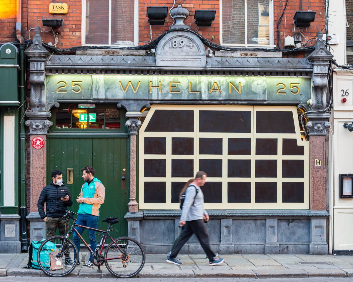 All quiet.... Whelan's of Wexford St during the lockdown. Picture by Simon Peare #CapturingHistory