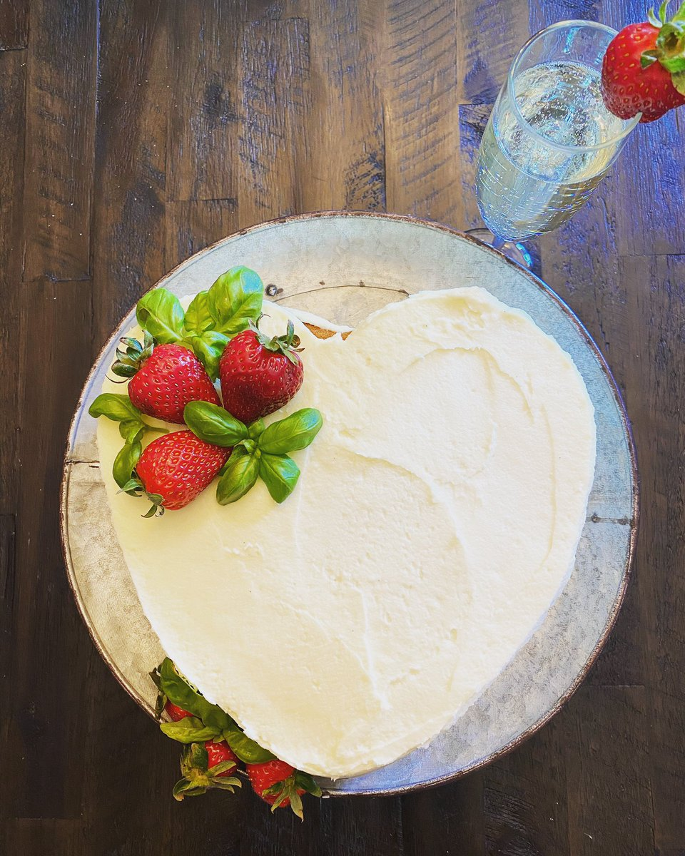 Semi-Naked, 3 layer Vanilla cake with chocolate-raspberry Balsamic macerated Strawberries & Basil with a quick American Cream Cheese Buttercream for Mom and a glass of Prosecco for me.  #HappyMothersDay #bakers #pastrychef #cakepic.twitter.com/eEs7GPEVJM