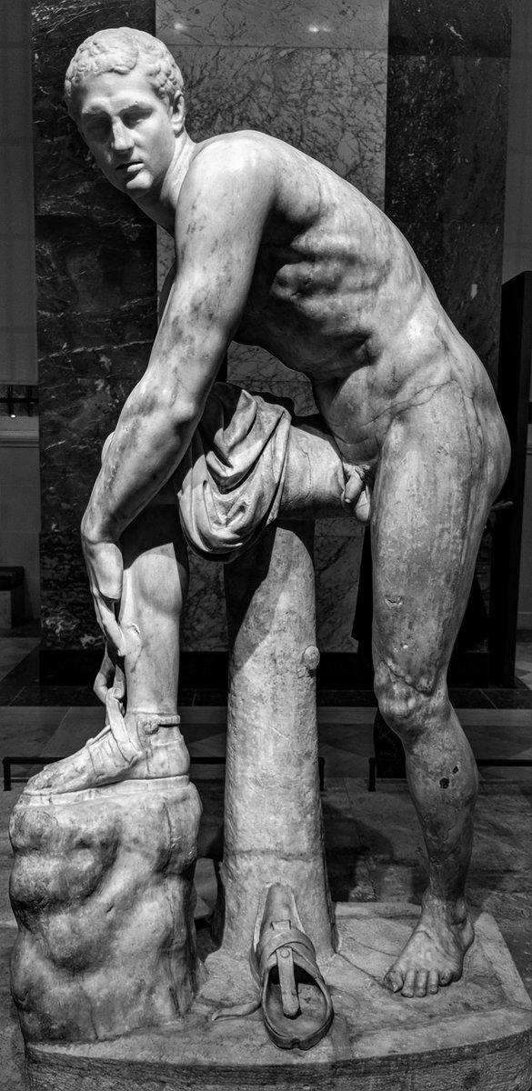RT @O_Louvre_jaime: Hermès à la sandale, dit