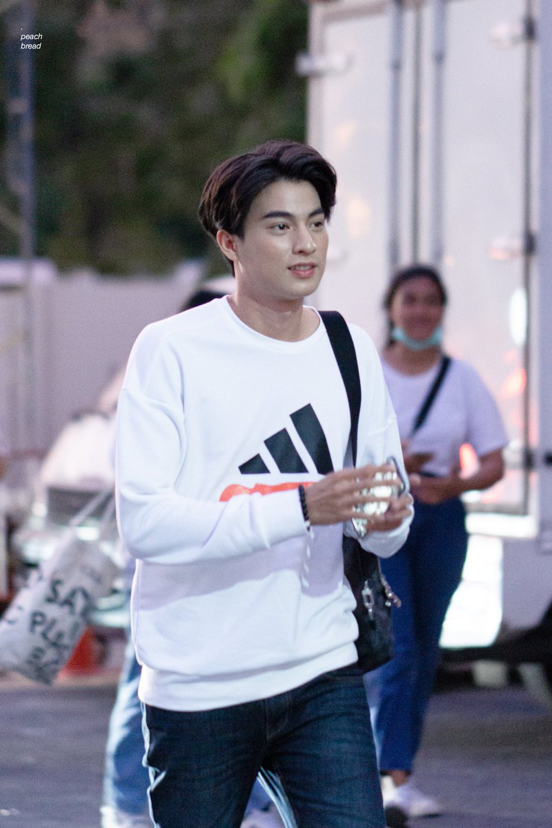 And in other alternate universe, they never realize the existence of others. Because Mew, although Thais, born and lives on Canada his whole life. While Gulf, he always stays in Thailand and never dreams to travel.  #mewgulf  #mewgulfAU  #MewSuppasit  #GulfKanawut