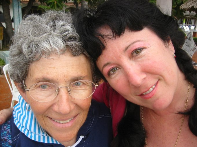 Me and my beloved mom in 2004. We're still here! https://t.co/k7B1cW5l2a
