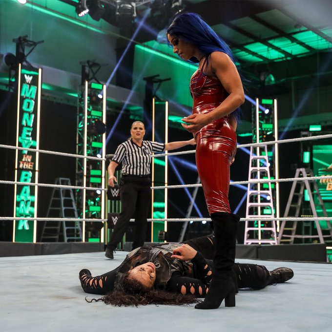 1 pic. You tried to break my heel because yours ain't Gucci? You deserved that slap @TaminaSnuka https://t