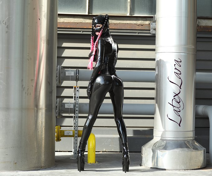 Industrial #outdoorlatex shooting in Bochum. #Latexcatsuit and #Latexcorset by @FantasticRubber #Ponytail