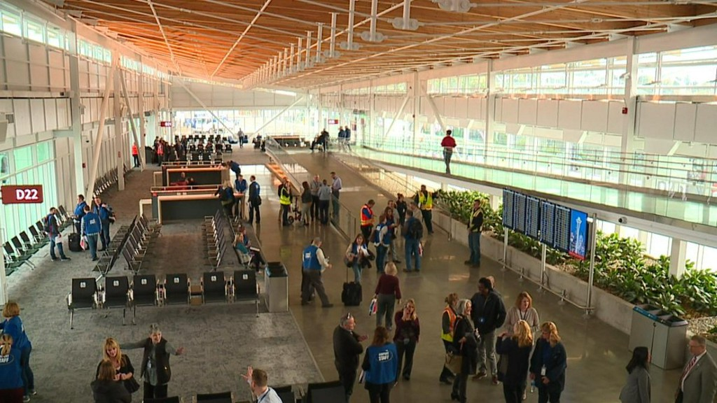 Sea-Tac Airport to require face coverings for all workers and passengers bit.ly/3biwMFn