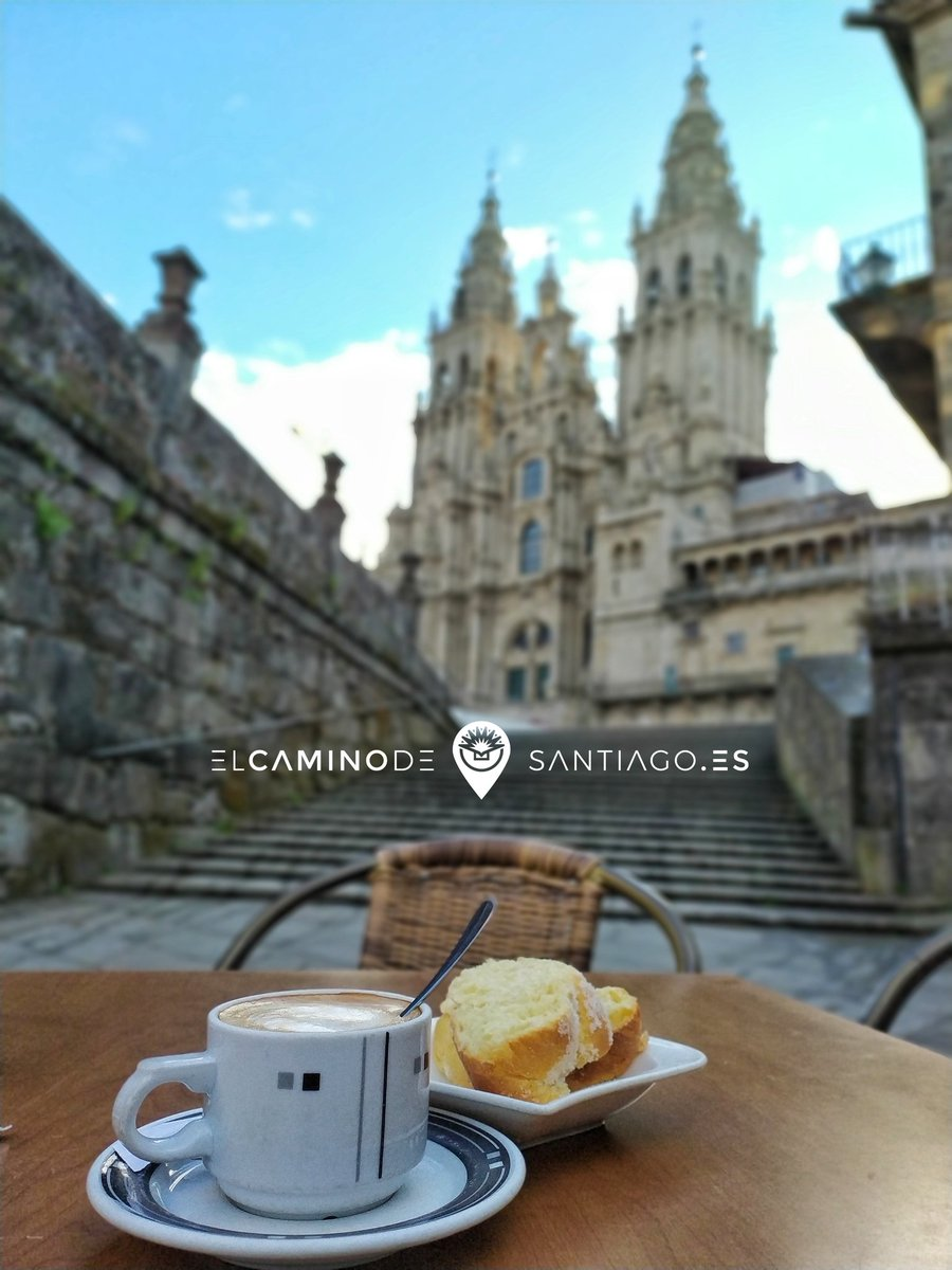 Teníamos #ganasdecafe y nos vinimos al #obradoiro. Ahora mismo!!   #ganasdecamino   #peregrinos #pilgrims #theway #elcaminodesantiago #caminar #sentir #vivir #ilcamminodisantiago #buencamino #peregrino #peregrina #gastro #love #caminolovers #cafe #coffee
