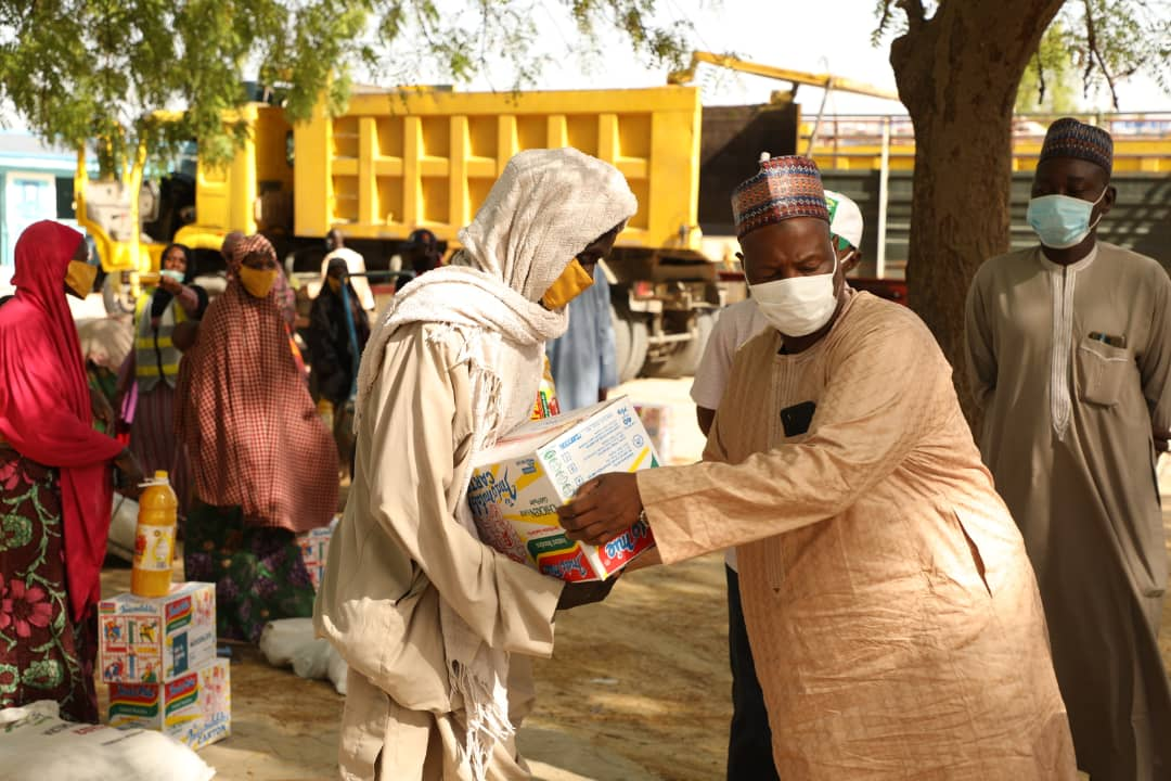COVID-19: 1,460 IDPs from five LGs get @ProfZulum's palliatives in Jere.. https://t.co/6BUrAOggLH https://t.co/nr6RnnZmQb