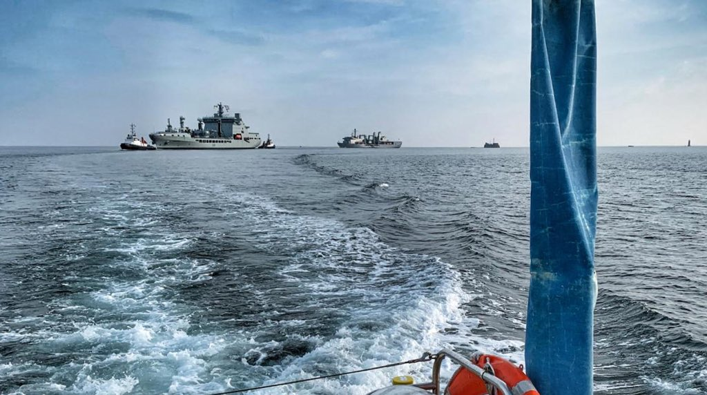 On a very quiet #PlymouthSound, on Saturday, our Police Launch Millennium, with @Sercotugs, escorted @RFATidespring back to @HMNBDevonport. Thanks to the maritime community for continuing to #StayAtHome #MDP_DMU #MarinePolicing