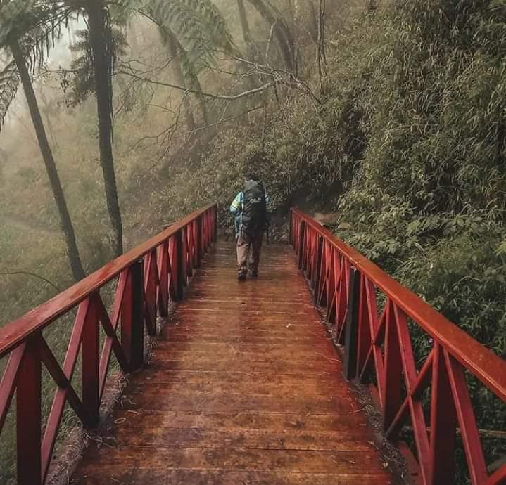 """M. Fikri™ on Twitter: """"Jembatan merah di kawasan gunung Semeru .. konon  kabarnya sih horor .. 😃😃… """""""