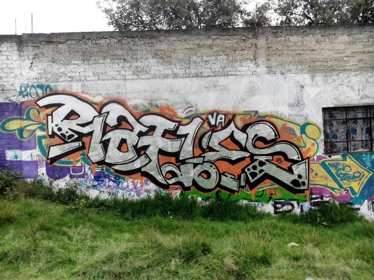 Cromo y crimen! #graffiti #rafle #vacrew https://t.co/PM8hHe0yjG