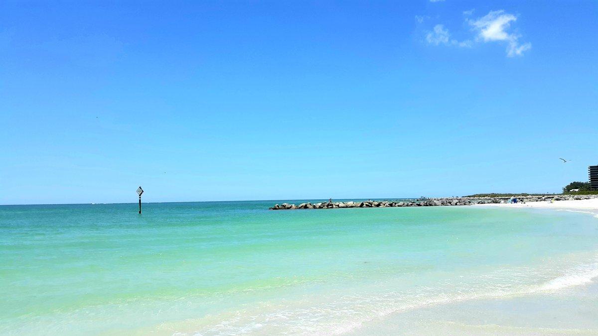 Beaches are open + not crowded❗  🌴🌴🌴🌴🌴🌴🌴🌴🌴🌴🌴🌴🌴  🌴  #Florida #FloridaLife #FloridaGolf #photograph #beach #beachlife #bar #dive #Redington #StPeteBeach #PassAGrille #coronavirus #CoronaVirusUpdate #CoronavirusPandemic #MayDay2020 https://t.co/EUmCmp2KtT
