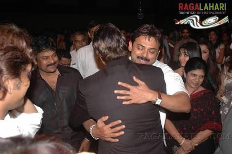 @VenkyMama seen here hugging India's biggest superstar @SrBachchan at @filmfare awards south #RarePic  @KChiruTweets @Charmmeofficial