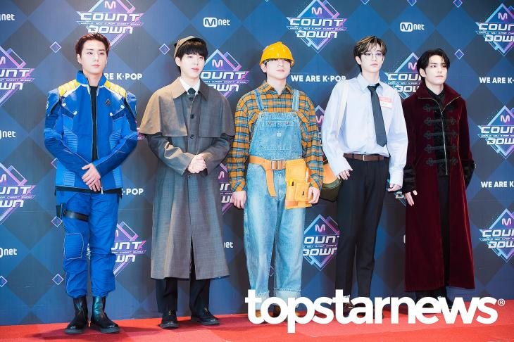 An article on topstarnews mentioning Zombies high charts (1st on Bugs & Genie, 4th on Melon) as well as 30K copies of album sold on the 1st day of release.... ...and they chose to let Bob the Builder out to greet the readers. topstarnews.net/news/articleVi…