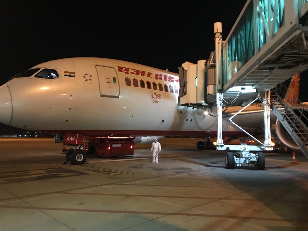 #VandeBharat. Countrymen back to motherland. #SVPIA handles 2 flights today from Newark and Manila connected through Mumbai & Delhi. Feel proud of #CoronaWarriors fm Ops, ATM and ATSEP departments of AAI.#AAICares @MoCA_GoI @vijayrupanibjp @ushapadhee1996 @AAI_Official @aairedwr