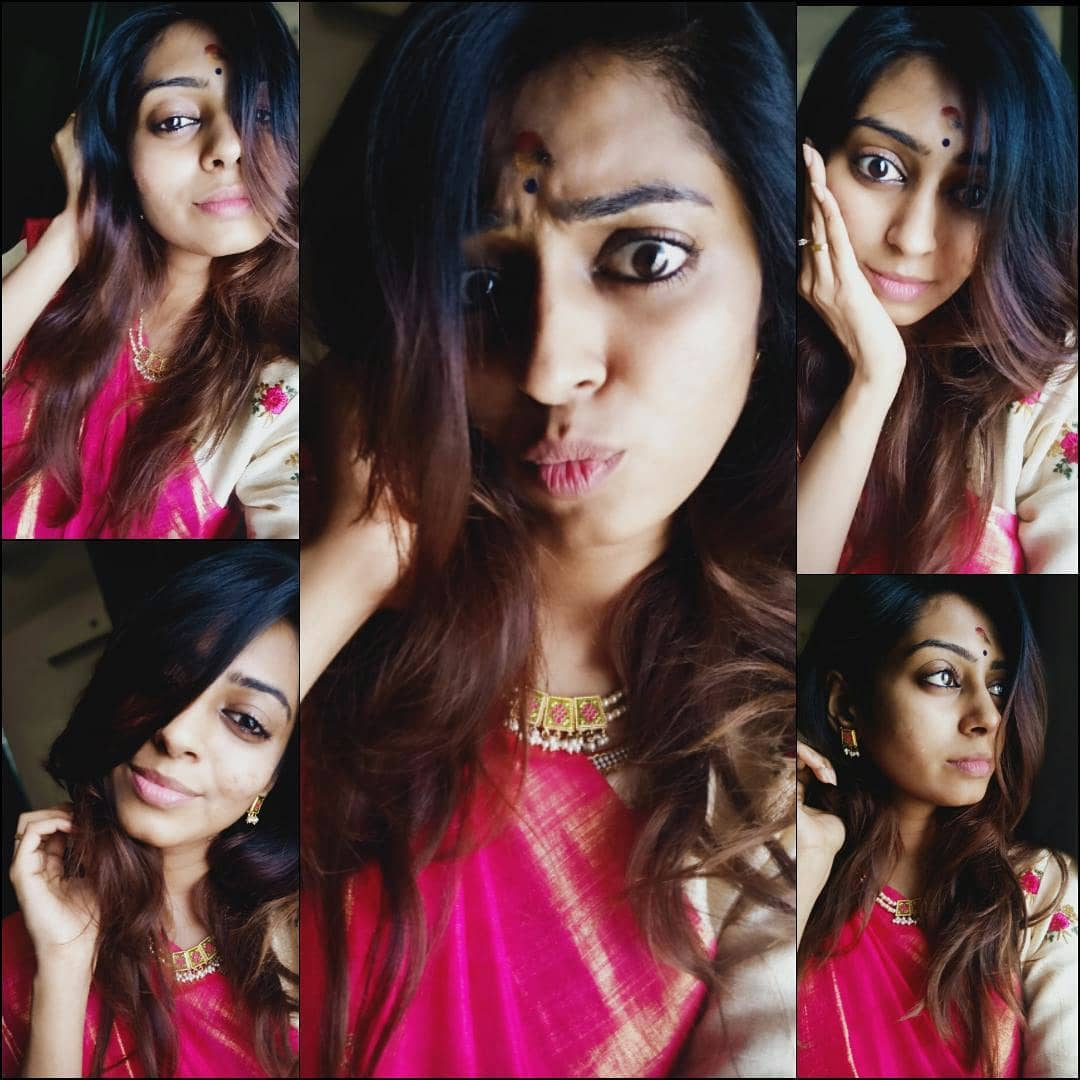 Hurt is Private  Healing in Silence  Smile in Public  That's ME#pinklove #sareelovers #sareemodel #expressyourself #expressionism #dontchangeforanyone #crazygirl #actress #tamilmodel #southindianmodel #southindiangirl #traditional #lookoftheday #indianlook #instasareepic.twitter.com/7cPRA1rkb5