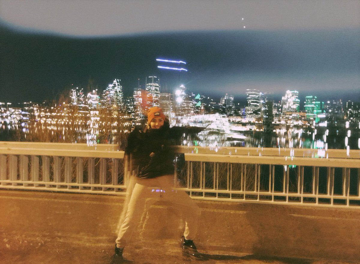 Le flou nocturne  #montreal #canada #quebec #photo #shoot #night #iphone #filmpic.twitter.com/ugr31Tsmc1