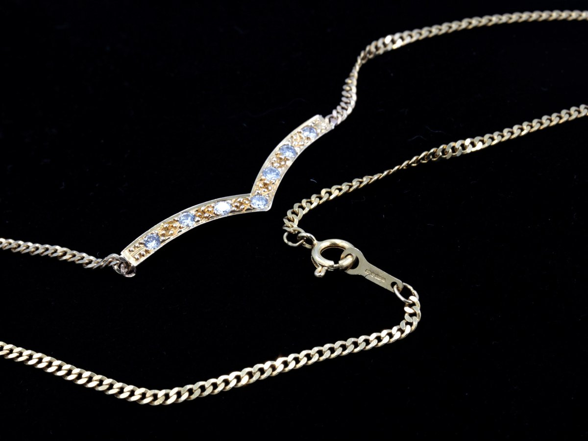 """My #etsy shop: 1980s Sheffield Import 375 (9kt) Yellow Gold Fine Chain collar necklace with curved V-shaped """"wishbone"""" pendant set and seven diamonds https://t.co/7CoiYTGUjT #gold #engagement #valentinesday #lovefriendship #clear https://t.co/gjNcpRQJwn"""