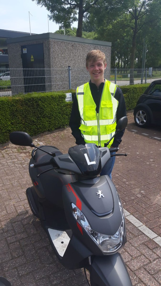test Twitter Media - Mike de Haan, gefeliciteerd met het in 1x behalen van je scooter rijbewijs #AM2 https://t.co/e13CEhtKdL