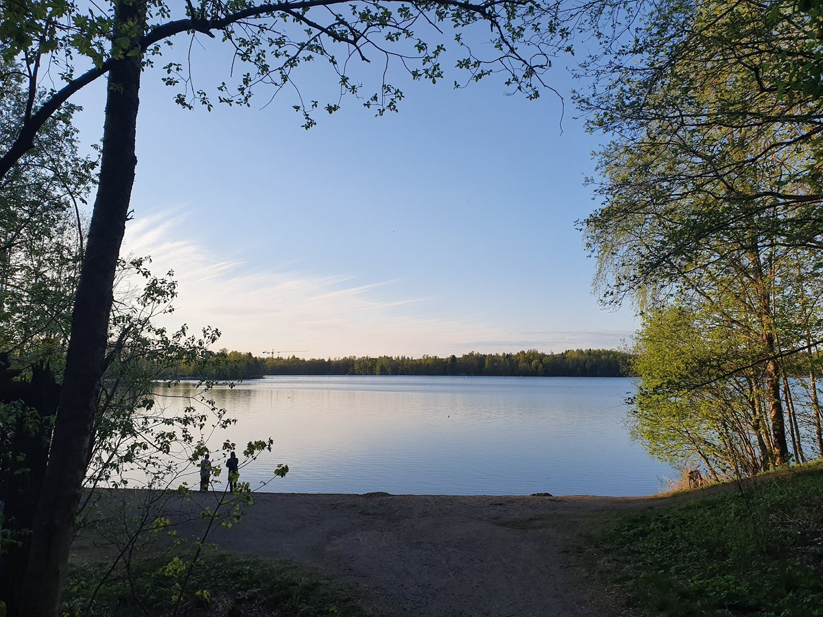 My evening walk to the lake   #Tampere #Finland pic.twitter.com/wxy5EFCTnd