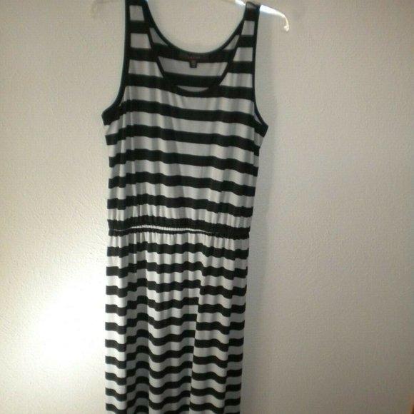 So good I had to share! Check out all the items I'm loving on @Poshmarkapp from @JaniceFinnerin #poshmark #fashion #style #shopmycloset #fever #maccosmetics #reebok: https://t.co/7eZtxSpbXc https://t.co/r2NvGsni4i